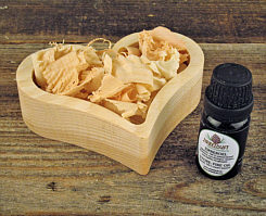 Swiss pine wood set heart, 10 ml swiss pine oil, 20 g chippings